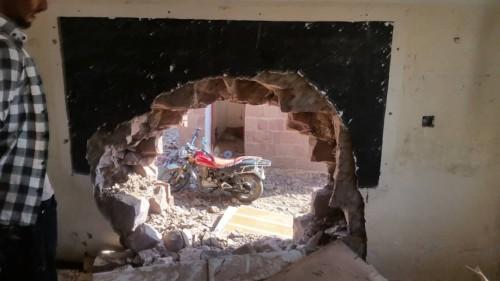 بالصور.. قصف حوثي لمنازل المواطنين في حبيل سوق بالضالع