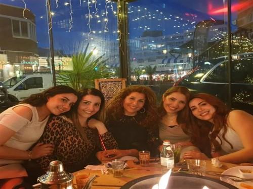 نسرين طافش تنشر صورة جديدة بصحبة عائلتها