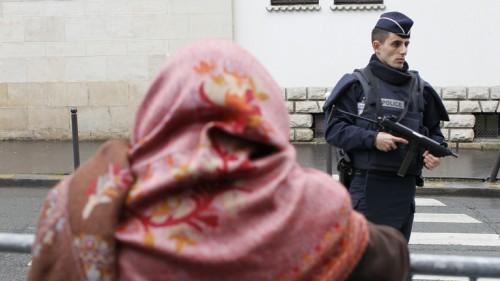 """الشرطة الفرنسية تفكك خلية """" للنازيين الجدد """""""