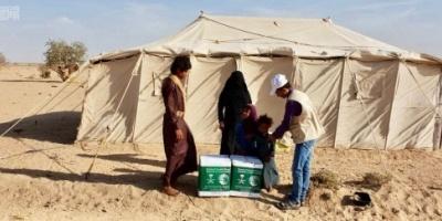 مركز الملك سلمان يوزع 1900 سلة غذائية في الجوف(صور)