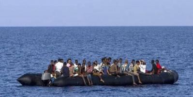 الهلال الأحمر التونسي: السلطات رفضت السماح لسفينة تقل مهاجرين بالرسو في موانئها