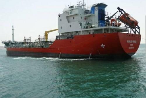 وصول الباخرة لؤلؤة إلى ميناء المكلا لتزويد محطات الكهرباء بالمازوت (صورة)