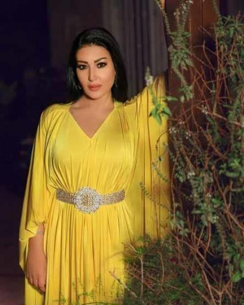 سمية الخشاب تتألق بفستان أصفر في جلسة تصوير جديدة