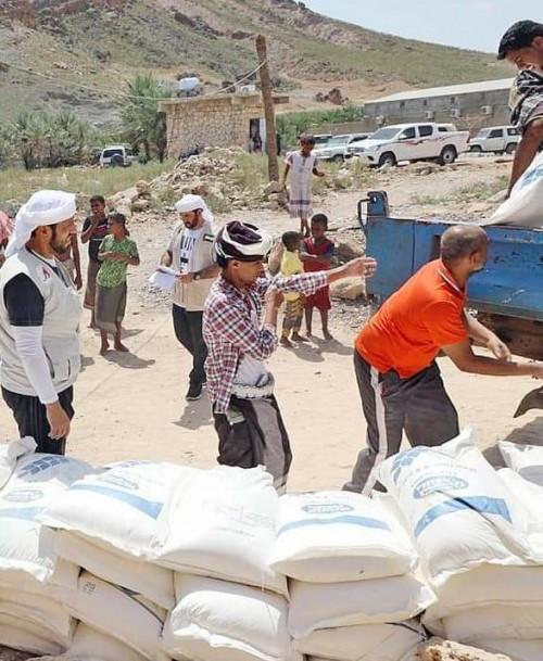 قوافل إغاثية من خليفة الإنسانية لأهالي سقطرى (صور)