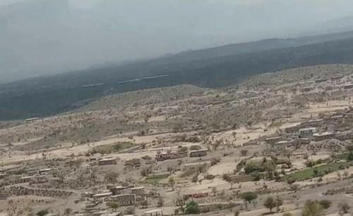 مليشيا الحوثي تستهدف حافلة تقل مدنيين بحجر