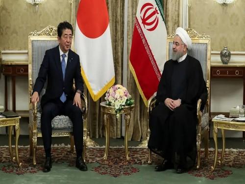 رئيس الوزراء الياباني من طهران يؤكد على تحريم امتلاك أسلحة نووية