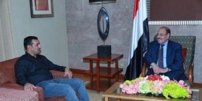 """احتلال إخواني في سقطرى.. المحافظٌ الذي أقسم على """"دستور الإرهاب"""""""