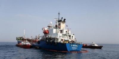 إنقاذ 44 من طاقم ناقلتي النفط في خليج عمان