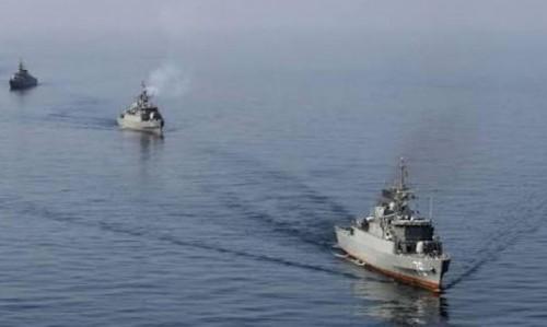 بريطانيا: قلقون بشأن انفجارات وحرائق في سفن بمضيق هرمز