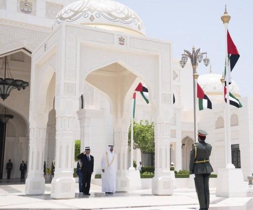 محمد بن زايد يستقبل ملك ماليزيا في أبوظبي