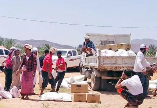"""خليفة الإنسانية"""" تواصل تسيير قوافل المساعدات لأهالي سقطرى (صور)"""