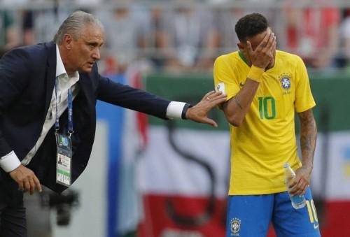 مدرب البرازيل يقلل من أهمية غياب نيمار عن كوبا أمريكا