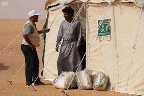 سلمان للإغاثة يوزع مواد إيوائية للمتضررين من السيول في عدة محافظات (صور)