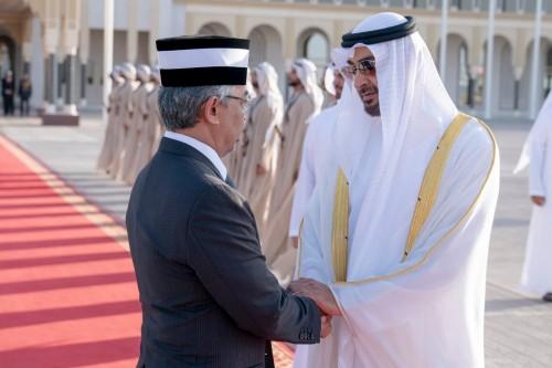 محمد بن زايد يودع ملك ماليزيا بعد زيارة رسمية استغرقت يومين