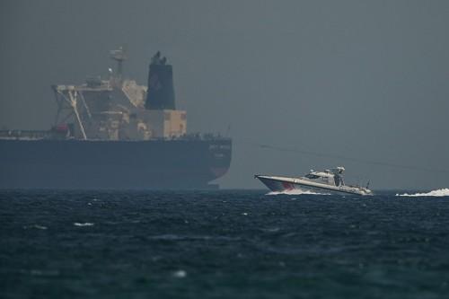 وول ستريت جورنال: هجوم بحر عمان يحبط معارضي المملكة في أمريكا