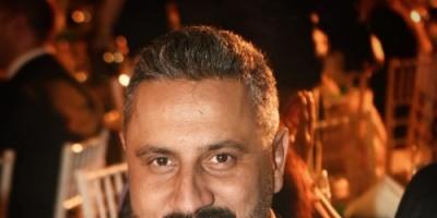 قيس الشيخ نجيب يستمتع بإجازته برفقة نجله بدبي