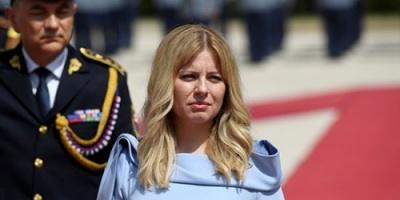 أول رئيسة لسلوفاكيا تؤدي اليمين الدستوري (صور)