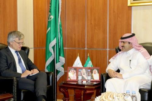 محمد آل جابر يلتقي مبعوث مملكة السويد للأزمة في اليمن (صورة)