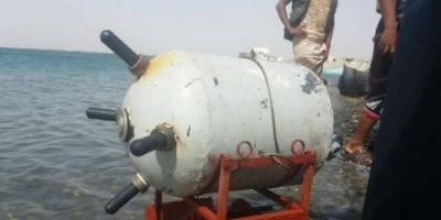 تفجير كميات جديدة من الألغام البحرية الحوثية في سواحل الحديدة (فيديو)