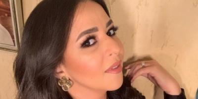 إيمي سمير غانم تطل بالأسود في جلسة تصوير جديدة