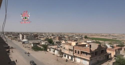 مليشيا الحوثي تواصل قصف مواقع العمالقة في حيس بالحديدة