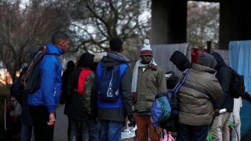 إجلاء 300 مهاجر من مخيم مؤقت بالعاصمة الفرنسية