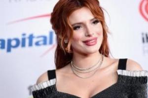 بيلا ثورن تتعرض لموقف محرج على السوشيال ميديا