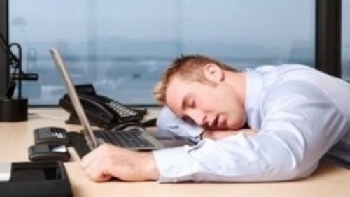 دراسة حديثة تحذر: 10 ساعات عمل يوميا قد تصيب بالسكتة الدماغية