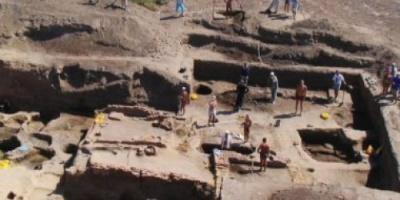 اكتشاف 100 قطعة أثرية عمرها 9 آلاف سنة بفيتنام