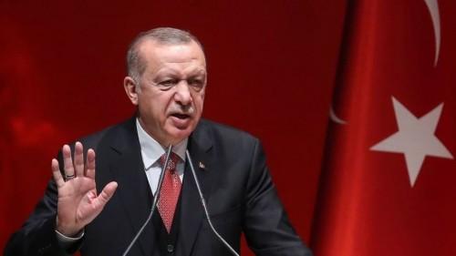 بلطجية حزب أردوغان يعتدون على أنصار إمام أوغلو في حماية الشرطة (فيديو)