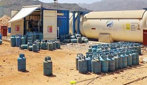 بدعم إمارتي..إنشاء محطتي وقود وغاز في حديبو وقلنسية بسقطرى (صور)