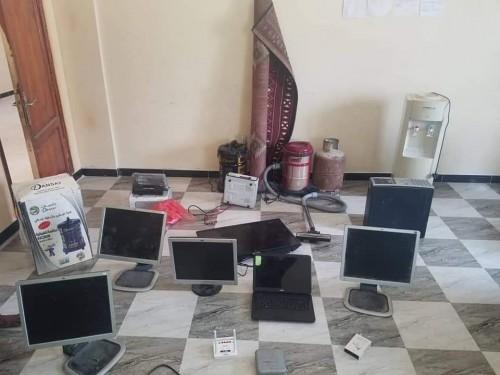 القبض على مشتبه به بسرقة المنازل بمنطقة بويش في المكلا