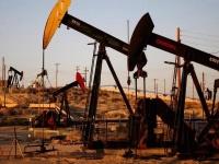 أسعار النفط تتراجع مجددًا لتسجل هذا الرقم