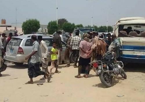 نجاة سائق تاكسي من موت محقق إثر حادث مروري بالمكلا ( صور)
