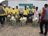 بدعم سعودي.. توزيع أدوات المهنة على 50 مزارعاً في لحج (صور)