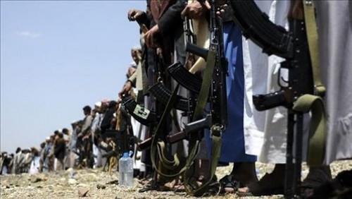 حبل الضغوط يخنق إيران.. كيف يتضرَّر الحوثيون؟