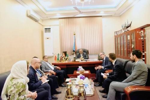 الرئيس الزُبيدي يلتقي وفد اللجنة الدولية للصليب الأحمر.. تفاصيل