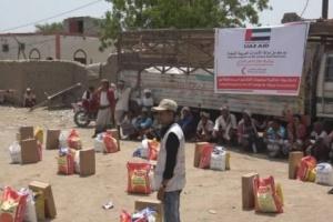 حملة إماراتية واسعة لإغاثة أهالي تعز والحديدة النازحين من بطش المليشيات الحوثية (فيديو)