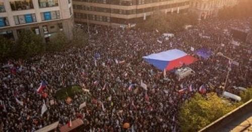 حكومة التشيك تفوز بالثقة مجددا بعد سلسلة احتجاجات ضد رئيس الوزراء
