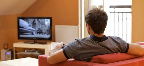 دراسة حديثة تُحذر: مشاهدة التلفزيون 4 ساعات يومياً تسبب الوفاة