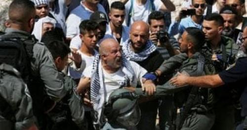 قوات الاحتلال الإسرائيلي تخطف فلسطيني بعد إصابته بجروح خطيرة