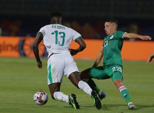 إسماعيل بن ناصر أفضل لاعب في مباراة الجزائر والسنغال