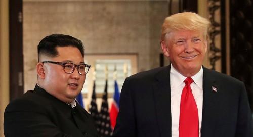 """هاشتاج """" ترامب """" يتصدر """" تويتر """" بعد اجتماعه مع زعيم كوريا الشمالية لمدة 50 دقيقة"""