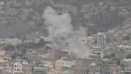 مقتل وإصابة 12 مواطناً في قصف حوثي بتعز