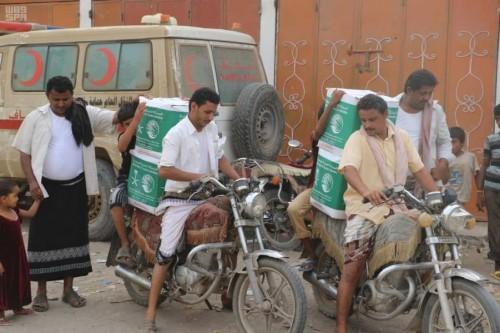 توزيع 880 سلة غذائية على النازحين في الحديدة وحجة(صور)
