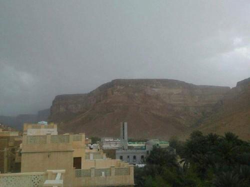 بسبب الأمطار..انقطاع التيار الكهربائي عن وادي حضرموت