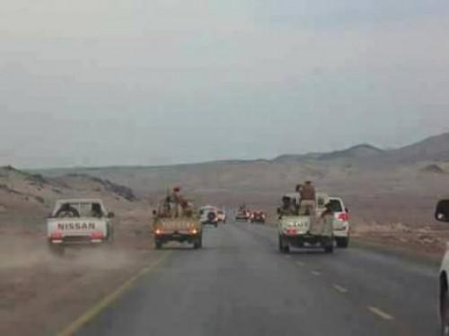 استعدادا لجولة مراوغات جديدة.. مليشيا الحوثي تدفع بقواتها للحديدة