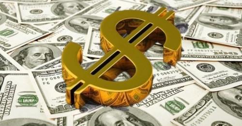 الدولار والأسهم يدفعان الذهب إلى الهبوط