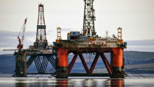 النفط يتماسك بدعم تخفيضات أوبك