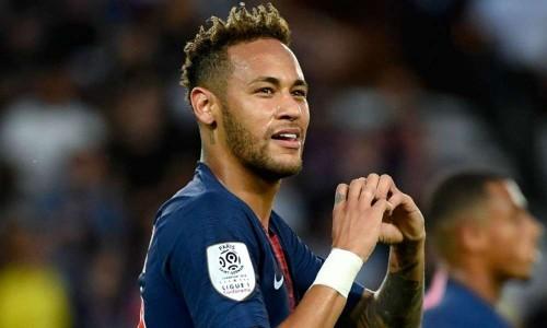 """والد اللاعب البرازيلي """"نيمار"""" ينفى شائعة عودته إلى برشلونة"""